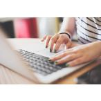 Thumbnail handen op toetsenbord